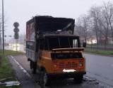 Kraków. Mieszkańcy zwracają uwagę na spalony wraz żuka przy al. Jana Pawła II