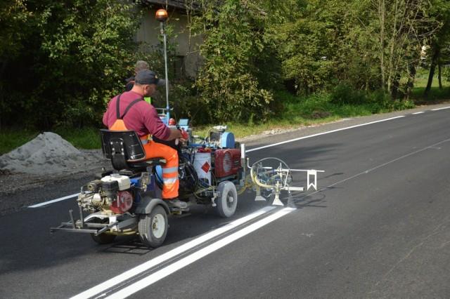 Zakończyła się przebudowa drogi powiatowej w Królówce, obejmowała budowę chodnika oraz położenie nowego asfaltu na dwóch odcinkach w centrum wsi