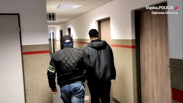 Dąbrowscy policjanci namierzyli kolejnych dilerów narkotyków, którzy rozprowadzali amfetaminę i marihuanę w Dąbrowie Górniczej Zobacz kolejne zdjęcia/plansze. Przesuwaj zdjęcia w prawo - naciśnij strzałkę lub przycisk NASTĘPNE