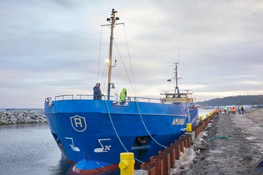 Pierwszy statek dotarł do zewnętrznego portu przekopu Mierzei Wiślanej. Amanda przypłynęła ze Szwecji, z kamieniem