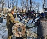 Dąbrowa Górnicza: Z zabytkowej rakiety przy Muzeum Sztygarka wyciekł kwas azotowy. Interweniowali saperzy i chemicy straży pożarnej