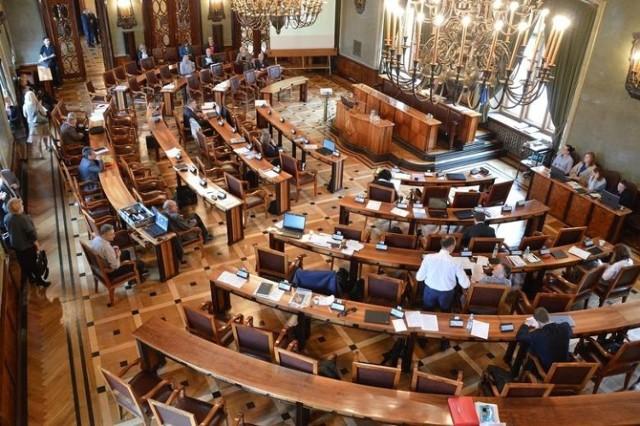 - Uważam, że za dwa-trzy miesiące w sesjach rady miasta Krakowa powinni uczestniczyć tylko radni i urzędnicy, którzy zaszczepili się na COVID - proponuje radny Łukasz Wantuch
