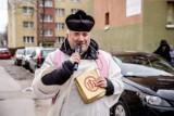Wałbrzyski ksiądz za pieniądze na konfesjonały, skupi kombinezony... lakiernicze dla szpitali!