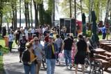 Prawdziwe tłumy nad Jeziorem Sławskim. Słoneczna niedziela przyciągnęła setki ludzi