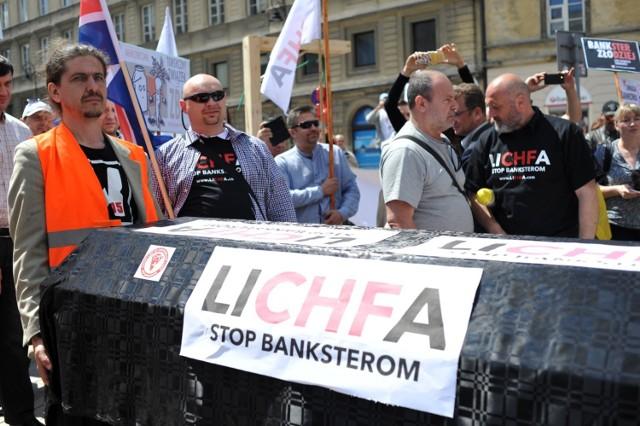 Protest frankowiczów, zdjęcie ilustracyjne.