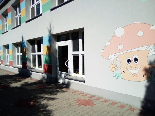 Miejskie Przedszkole nr 13 w Piekarach Śląskich zmieniło się... nie do poznania. Zobacz kolejne zdjęcia. Przesuwaj zdjęcia w prawo - naciśnij strzałkę lub przycisk NASTĘPNE >>>