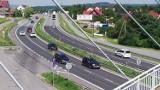 Wypadek na zakopiance w Krzyszkowicach. Zderzenie samochodu osobowego z dostawczym. Tworzą się korki w kierunku Krakowa! [ZDJĘCIA]