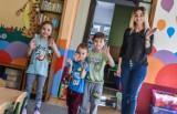 Część przedszkoli z Bydgoszczy przyjmuje już dzieci. Na miejscu pomiar temperatury i wielka dezynfekcja