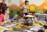 Katowice: Pacjenci okulistyki dziecięcej malują kask Kajetana Kajetanowicza [ZDJĘCIA, WIDEO]