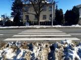 Jak chodzić po mieście, gdy wszędzie zalegają hałdy śniegu? Zobacz!