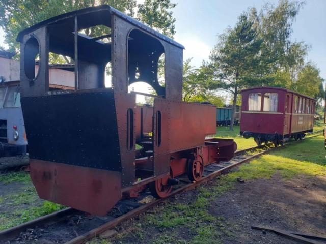 """Trwa zbiórka pieniędzy na remont historycznego parowozu. Mowa o lokomotywie parowej T49 """"Ryś"""" z 1950 roku. Zobacz kolejne zdjęcia. Przesuwaj zdjęcia w prawo - naciśnij strzałkę lub przycisk NASTĘPNE >>>"""