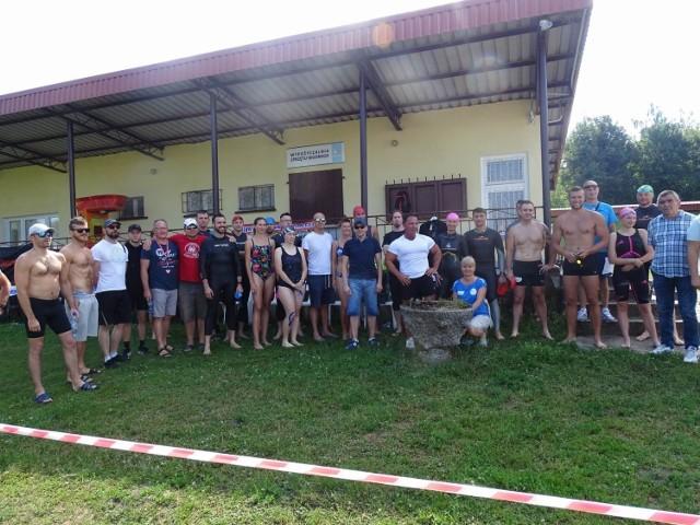 Kilkadziesiąt osób wystartowało w 2. Długodystansowych Zawodach Pływackich Jeziora Starogrodzkiego