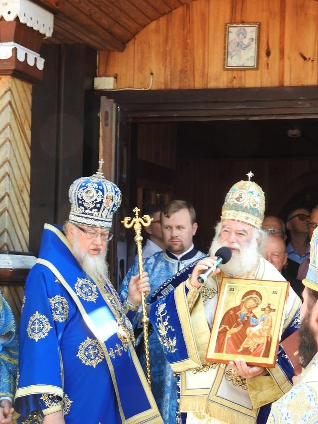 Patriarcha Aleksandrii i całej Afryki Teodor na święcie Narodzenia Najświętszej Marii Panny w Bielsku Podlaskim. Razem z nim modlitwom przewodniczył zwierzchnik polskiej Cerkwi metropolita Sawa
