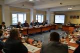 Rada powiatu przyjęła projekt uchwały o szczepieniach przeciwko pneumokokom osób starszych
