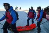 Najazd turystów na Beskidy. Wypadków saneczkarzy lawinowo przybywa. Interweniuje GOPR