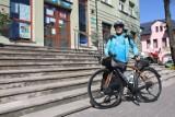 Rodczas rowerowej, charytatywnej wyprawy dookoła Polski 63-latek zawitał do Chełma. Zobacz zdjęcia