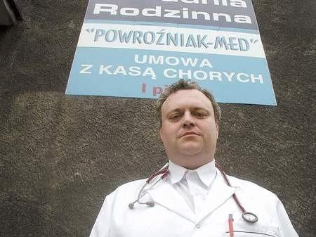 Jak na razie, Tomasz Powroźniak jako lekarz - leczy, a jako radny - głosuje...