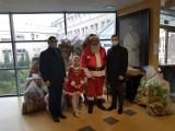 Nowy Tomyśl. Święty Mikołaj odwiedził nowotomyski szpital