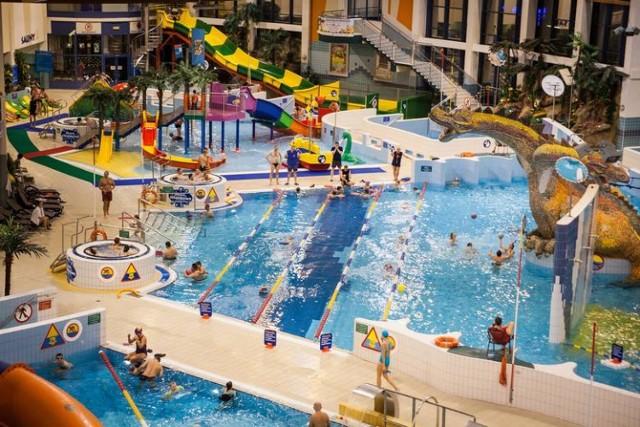 Park Wodny w Krakowie  jest to duży park wodny ze zjeżdżalniami, grami dla dzieci, fontannami, brodzikiem i saunami.  Cennik: bilet jednogodzinny ulgowy - 35 zł normalny - 39 zł