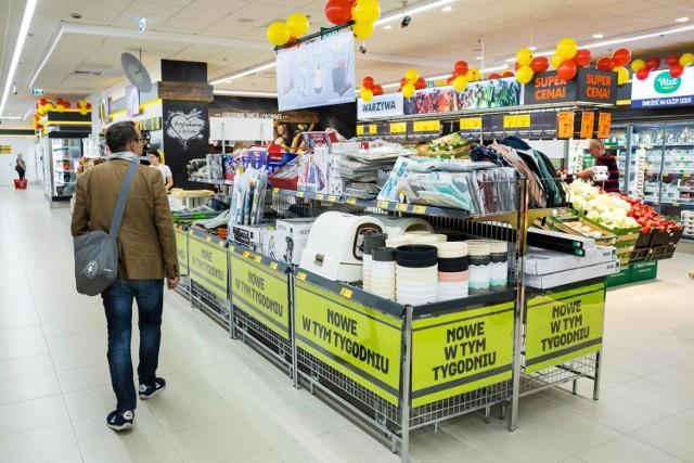 Własną akcję promocyjną z okazji Black Friday organizuje także sieć Biedronka. W jej sklepach za połowę ceny będzie można kupić kurtki, bluzki, buty, skarpety, czy rajstopy. Zobacz przykładowe produkty i ich ceny ----->