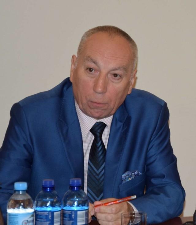 Janusz Atłachowicz z dniem 15 października został nowym pełniącym obowiązki dyrektora Szpitala Wojewódzkiego w Sieradzu. Przypomnijmy, że dzień wcześniej zakończył on szefowanie wieluńską lecznicą.