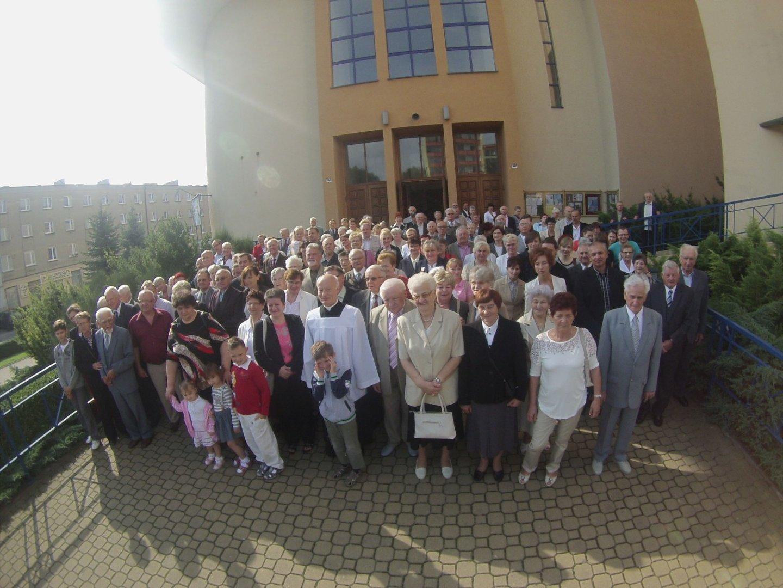 Sanktuarium Jaworzno Parafianie Na Wspólnym Zdjęciu Naszemiastopl