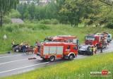 Wypadek w Bochni. Czołowe zderzenie renault z oplem na drodze krajowej nr 94. Dwie osoby trafiły do szpitala [ZDJĘCIA]