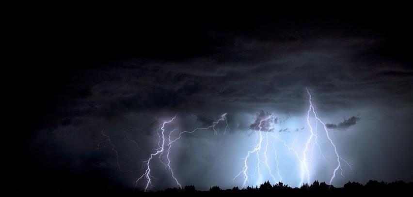 IMGW ostrzega przed silnym deszczem i burzami, które mogą...