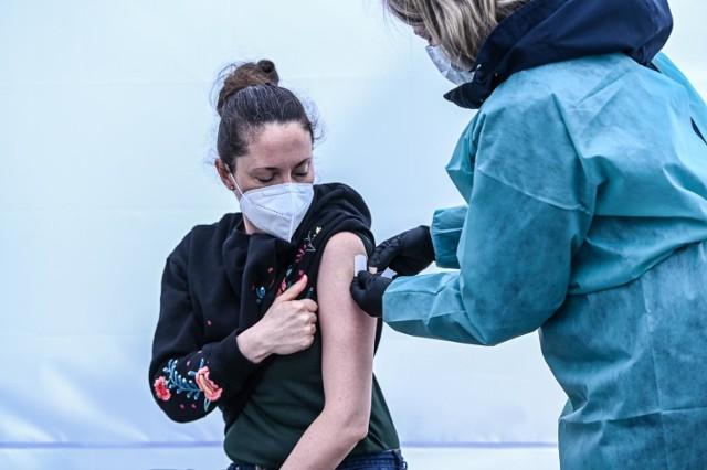 500 złotych za szczepienie - tak jedna z firm zachęca pracowników do przyjęcia prepraratu