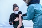 500 plus dla zaszczepionych i oferty turystyki szczepionkowej. Oto pierwsze pomysły zachęt do zaszczepienia się