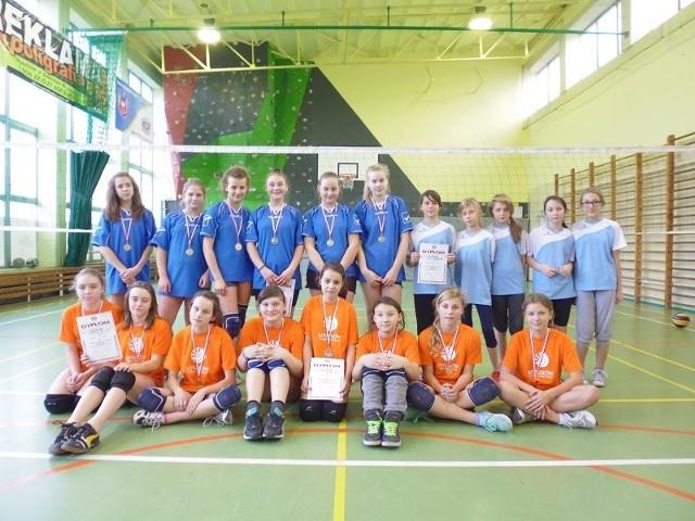 Uczestniczki Turnieju Piłki Siatkowej dziewcząt w MOSiR Myszków.