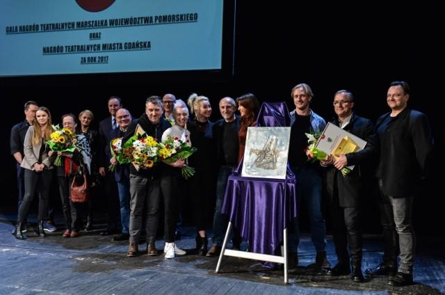 W poniedziałek, 19 marca 2018 r., podczas uroczystej gali w Teatrze Wybrzeże wręczono Nagrody Teatralne Miasta Gdańska, Nagrody Prezydenta Miasta Gdańska w Dziedzinie Kultury oraz Nagrody Marszałka Województwa Pomorskiego.