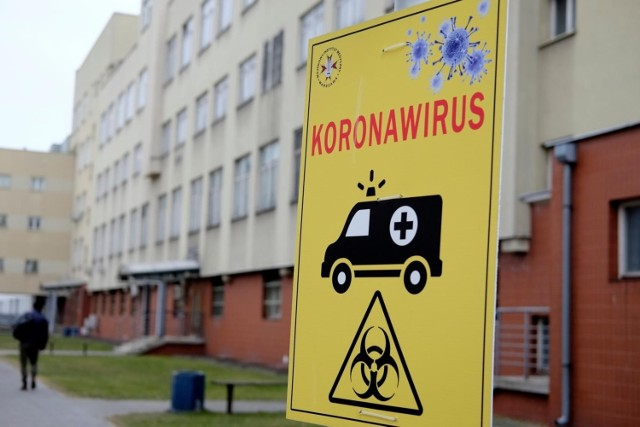 Dzienna liczba przypadków koronawirusa rośnie od połowy lipca