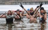 Morsowanie w Pieckach pod Bydgoszczą. Lodowatych kąpieli zażywały też wioślarki z BKW Bydgoszcz [zdjęcia]