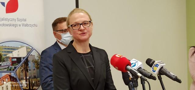 Pieniądze dla szpitala w Wałbrzychu i nowi lekarze. Zyska onkologia, intensywna terapia i prosektorium. Na zdjęciu Adriana Tomusiak, po dyr. szpitala