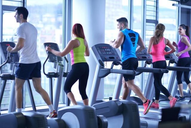 Sprawdziliśmy dla Was, gdzie można poćwiczyć w dobrej cenie. Oto lista siłowni i klubów fitness z ciekawymi ofertami w dobrych cenach. Kliknij w pierwsze zdjęcie i kieruj się strzałkami, by przeglądać dalej.