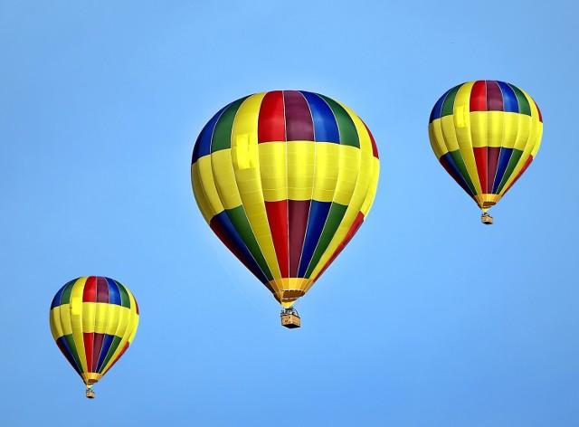 Balonowa Strona Nieba zaprasza fanów lotnictwa na drugą edycję Balonowego Cudu nad Wisłą - piszą organizatorzy. Jeśli pogoda pozwoli to zapowiadają się nad Warszawą przeloty wielkich i kolorowych balonów na ogrzane powietrze. Starty odbędą się w głównej mierze w piątek 4 czerwca od 16:30 oraz w sobotę. Starty wzdłuż Wisły, Ogrodów Dolnych Zamku Królewskiego, okolic Komitetu Olimpijskiego czy Poniatówki. Organizatorzy jako dzień rezerwowy wskazali też niedziele. Wiadomo jak to w lotnictwie - wszystko zależy od pogody.