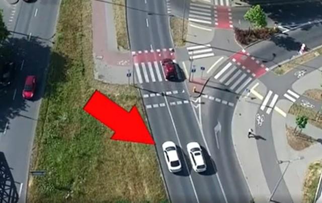 """Bydgoska policja włączyła się w wojewódzką akcję pn. """"Bezpieczny pieszy"""". Zachowania kierowców i pieszych obserwowała za pomocą drona"""