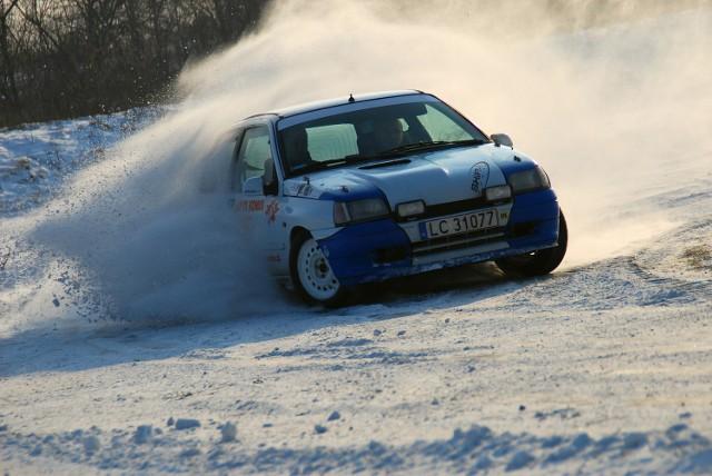 Automobilklub Chełmski zaprasza wszystkich zmotoryzowanych do udziału w RallySprincie o Puchary Starosty Chełmskiego. Impreza rozpocznie się w niedzielę 9 grudnia o godz. 12.30 w byłych Zakładach Drzewnych HSM w Zawadówce.