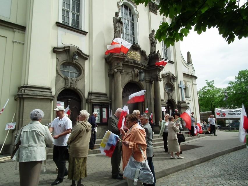 """Protest. W Bydgoszczy odbył się marsz w obronie TV """"Trwam"""" i..."""