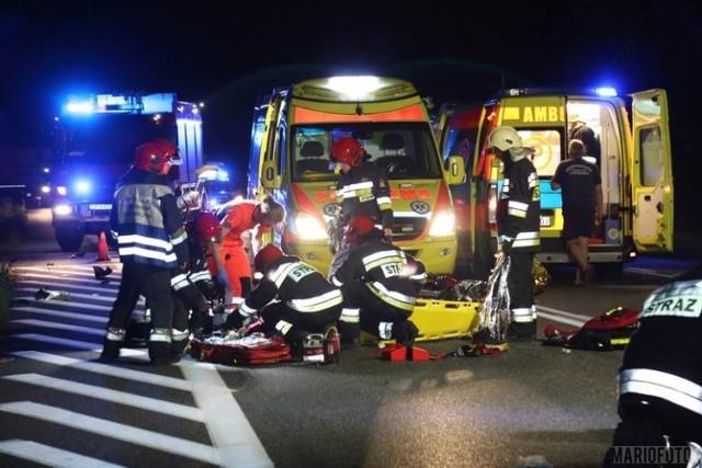 Na obwodnicy Osowca 22-latek kierujący bmw zderzył się z motorowerem zipp, którym podróżowało dwóch mężczyzn.