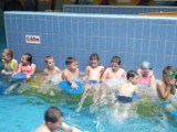 Uczniowie 3 szkół uczą się praktycznej umiejętności: pływania. Przez 10 tygodni