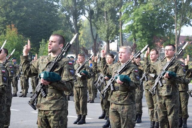 Studenci Legii Akademickiej złożyli przysięgę wojskową. Uroczystość w 10. Opolskiej Brygadzie Logistycznej