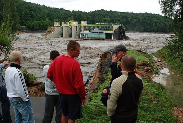 Po zerwaniu przez wodę tamy na Witce zostały zalane także tereny po stronie niemieckiej