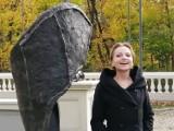 Kościelec. Wernisaż rzeźby Aleksandry Pokojewskiej w Państwowym Liceum Sztuk Plastycznych