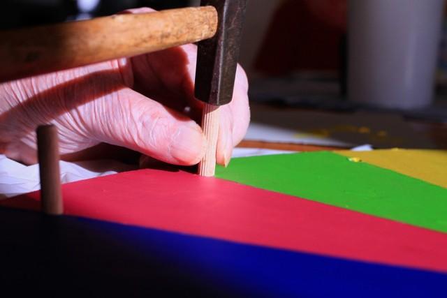 - Najniższa emerytura w naszym województwie wynosi  6 groszy - mówi Monika Kiełczyńska, rzecznik regionalny ZUS województwa łódzkiego. - Pobiera ją mężczyzna, który na emeryturę przeszedł w wieku 66 lat, a teraz ma 70 lat. Odprowadził do systemu tylko jedną składkę za jeden miesiąc. Poza emeryturą pobiera dodatek pielęgnacyjny oraz świadczenie dla osób niezdolnych do samodzielnej egzystencji w wysokości 500 zł.  Czytaj dalej