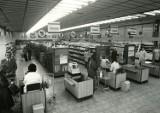 Zakupy w PRL. Tak wyglądały kiedyś sklepy w Opolu i okolicznych miastach. Robiliście w nich zakupy? [ARCHIWALNE ZDJĘCIA]