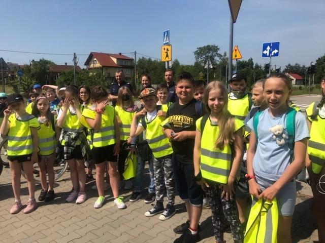 Uczniowie Szkoły Podstawowej numer 4 w Jędrzejowie zdawali egzamin na kartę rowerową. Poradzili sobie świetnie.