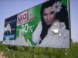Łuszczów: Wandale zniszczyli duży billboard reklamowy