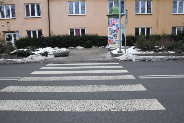 Inteligentne przejście znajduje się przy ul. Michałkowickiej w pobliżu cmentarza